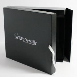 Boîte encharnée carrée