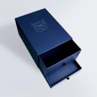 Boîte dorée à tiroirs superposés